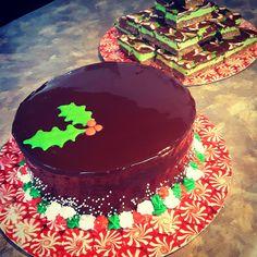 [Homemade] Chocolate mirror glazed Christmas cake and mint chocolate Nanaimo bars http://ift.tt/2heOC3c