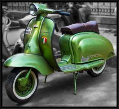 A seriously gorgeous Lambretta with the best looking saddle I've seen.