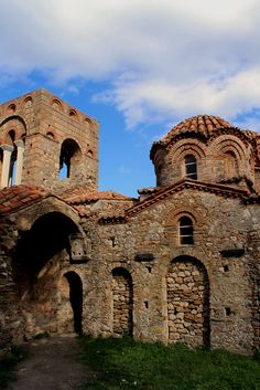 Church of Agia Sofia at Mystras Μυστράς (Mystras) in Μυστράς, Λακωνία Historic Architecture, Byzantine, Olympia, Wander, Mystic, Medieval, Greece, Religion, Places To Visit