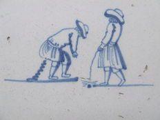 Zeer Zeldzame afbeelding van een Kakker en Plasser. Ceramic Design, Ceramic Art, Delft Tiles, Dutch House, Antique Tiles, House Tiles, Clay Tiles, Friend Tattoos, Glazes For Pottery