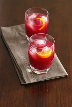 PARTY DRINKS: Blood Orange Gin Drink #recipe #recipes #holiday #drink #cocktail #NYE #citrus #gin #gingerbeer #bloodorange