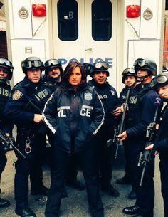 Mariska Hargitay (as Det. Benson) and some of New York's finest! Diane Neal, Detective Aesthetic, Elite Squad, Olivia Benson, Criminal Justice System, Mariska Hargitay, Law And Order, Criminal Minds, American Actress