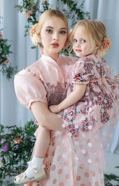 Little Girl Pictures, Mother Daughter Dresses Matching, Mom Dress, Cute Family, Beautiful Children, Baby Love, Cute Kids, Flower Girl Dresses, Wedding Dresses