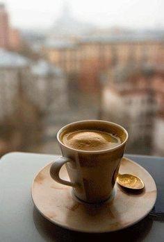 Un café, une terrasse, les vies qui passent : petit instant délicieux ! Coffee Is Life, I Love Coffee, Coffee Break, Best Coffee, Morning Coffee, Coffee Lovers, Coffee And Books, Coffee Art, Coffee Drawing