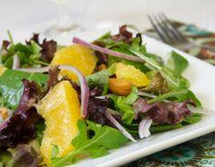 Salada de Folhas Verdes com Laranja e Castanhas de Caju