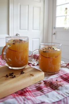 Easy recipe for hot apple cider.