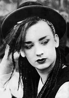 """culture club- I still ♥ Boy George! I once had a stalker that dressed like Boy George.wonder what ever happened to him? Hum-All I can say is,""""Do Really Want To Hurt Me? Boy George, George Young, 80s Music, Music Icon, Karma Chameleon, Club Poster, New Romantics, Culture Club, Pop Culture"""