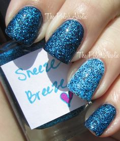 1 coat of Sneeze Breeze over American Apparel Passport Blue on the index, middle and pinky finger. For the accent nail: 1 coat of Sneeze Breeze over Sally Hansen Barracuda