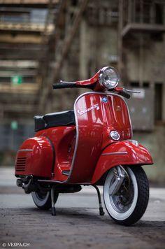 RED /2015/06/23/vespa-gtr-in-rosso-corallo-o-