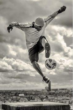 Football soccer, soccer players, street football, soccer photography, world Street Football, Football Is Life, Football Soccer, Soccer Photography, Soccer Pictures, Soccer Skills, Football Photos, Play Soccer, Soccer Ball