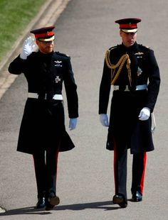 Prince Harry and Prince William arrive at St. George's Chapel, Windsor Castle, for Prince Harry's royal wedding to Meghan Markle. Both of them are wearing uniforms. Prince Harry Et Meghan, Meghan Markle Prince Harry, Prince William And Harry, Princess Meghan, Prince And Princess, Prince Henry, Prince Harry Wedding, Harry And Meghan Wedding, Princess Wedding