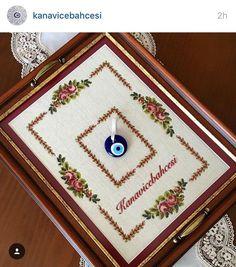 أنسام الربيع Cross Stitch Borders, Cross Stitch Flowers, Hand Embroidery, Embroidery Designs, Palestinian Embroidery, Wood Boxes, Table Linens, Handicraft, Bargello