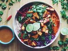 Easy Healthy Recipes, Vegan Recipes, Vegan Food, Detox Recipes, Salad Recipes, Spicy Almonds, Tofu Salad, Tasty Dishes, Food And Drink