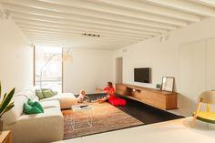House LKS / P8 architecten - de simples spots, dans le salon, en plus d'éclairage ponctuel