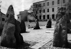 Costantino Nivola Pietre monumentali Piazza Sebastiano Satta, Nuoro (1966) Places Ive Been, Travel, Museum, Gold, Viajes, Destinations, Traveling, Trips