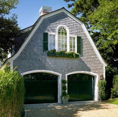 There are some types of roof that would create a traditional house style and a gambrel roof is one of them. A gambrel roof is a symmetrical two-sided roof that has two slopes on each side of the ro… Gambrel Barn, Gambrel Roof, Barn Door Garage, Carriage House Garage, Garage Door Design, Barn Doors, Garage House, Cape Style Homes, Arquitetura