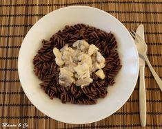 Émincé de poulet à la crème et pâtes au cacao Pasta, Cacao, Creme, Stuffed Mushrooms, Deserts, Beef, Vegetables, Food, Creamy Chicken