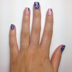 How to DIY this cute 4th of July mani