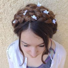 Can't go wrong with milkmaid braids, annies_hairstyles. The flowers are a really nice touch!