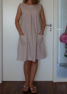 The Pattern is from the book : Happy homemade 2 ISBN No. : 4579112423 / 9784579112425 I love this, it looks soo comfy. Clothing Patterns, Dress Patterns, Sewing Patterns, Linen Dresses, Casual Dresses, Summer Dresses, Clothes Crafts, Sewing Clothes, Japanese Sewing