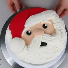~CAKE TUTORIAL ~ Santa Claus is Coming to Town BEAUTIFUL Cake Technique by @theicingartist.laurie Double Tap this, might be helpful to Someone!  #Cakebakeoffng #CboCakes #CakeDecorating #CakeTip #CakeTutorials #Instalove #Likeforlike #AmazingCakes #CakeInspiration