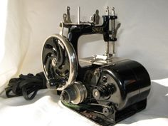 Child's Singer Model 20 Rare Motorized Sewing Machine
