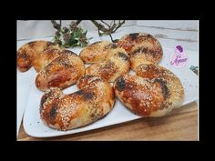 Kıymalı ay poğça tarifi - YouTube Bagel, Super, Bread, Youtube, Collections, Beautiful, Pie, Pastry Recipes, Minced Beef Recipes