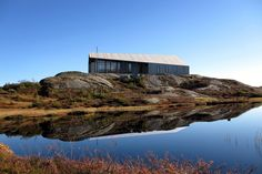 Gapahuk er en moderne hytte som kunne tilpasse seg terrenget og omgivelsene uavhengig om du er ved sjøen, på fjellet, eller i skogen.