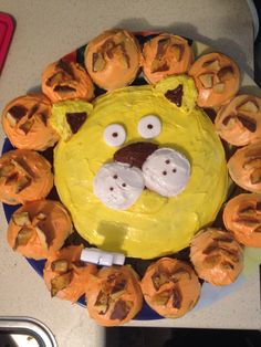 Lion cupcake cake - jungle party