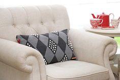Wieber kussen met stippen haken Jip by Jan Crochet cushion Crochet pattern Greengate stoneware