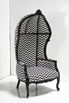 The French Twist balloon chair with Zig Zag fabric by ModShop Garden Lounge Chairs, Bar Chairs, Wing Chairs, Stools, Modern Furniture Stores, Eclectic Furniture, Classic Furniture, Furniture Design, Porter Chair