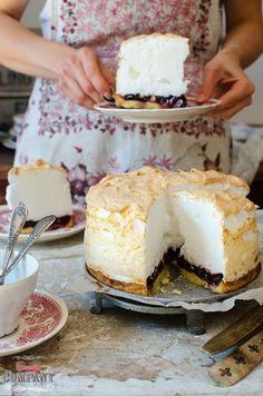 """Każda babcia ma swoje popisowe ciasto (albo danie). Jadąc w odwiedziny mamy nadzieję, że zastaniemy właśnie ten deser… Kiedy pierwszy raz wybierałam się z J. do jego babci usłyszałam """"Oo, może babcia zrobi piankowca?"""". Od tamtego czasu też zawsze mam nadzieję, że będzie piankowiec Jadąc do dziadków nawet z niezapowiedzianą wizytą zawsze można liczyć na to, że […]"""