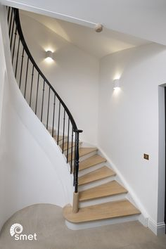 We recently installed these two toned staircases in a lovely Camden home. They both have a fully curved stringer and handrail on the balustade side, which really makes them an eyecatcher when you step into the building. The wrought iron balustrade is a combination of the 'Dieppe' spindle and the 'Nantes' spindle.