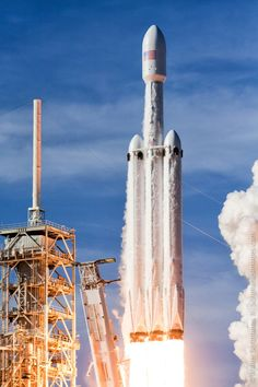 Photos: Launch pad cameras capture Falcon Heavy's fiery liftoff – Spaceflight Now — Cosmic — Pixodium Space Shuttle, Password Organizer, Cosmos, Space Exploration Technologies, Spacex Falcon Heavy, Spacex Rocket, Nasa Space Program, Space Launch, Space Race