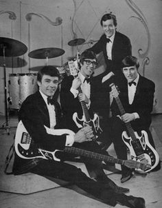 The Shadows 1967 Surf Music, 70s Music, Music Pics, Hank Marvin, Mark Knopfler, Rock Groups, British Invasion, Beautiful Love, Summer Of Love