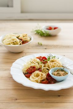 Pasta with Honey Roasted Tomatoes and Herbed Breadcrumbs (via Sips and Spoonfuls)