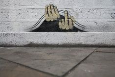 Street art was frowned upon and criminal a few years ago, but at least since Banksy & Co, the sometimes funny graffiti has also aroused interest among art connoisseurs. Banksy Graffiti, Street Art Banksy, 3d Street Art, Arte Banksy, Bansky, Urban Street Art, Street Artists, Urban Art, Land Art
