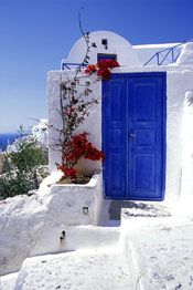 Santorini. feels like walking through a colorful dream.