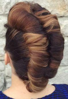 Double twist Mohawk hairstyle @hair_by_pelerossi