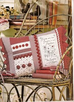 Australian Country Threads Vol 9 - n 7 - Sinelma Barcelos - Веб-альбомы Picasa Fabric Crafts, Sewing Crafts, Sewing Projects, Projects To Try, Patchwork Cushion, Quilted Pillow, Scatter Cushions, Pin Cushions, Custom Pillows