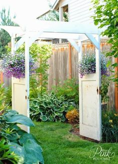 DIY Arbor and Trellis Ideas for your Garden Have a few old doors lying around? Turn them into a beautiful garden arbor!Have a few old doors lying around? Turn them into a beautiful garden arbor! Door Arbor, Door Gate, Diy Arbour, Garden Doors, Garden Arches, Garden Trellis, Garden Arbor With Gate, Garden Gates, Garden Cottage