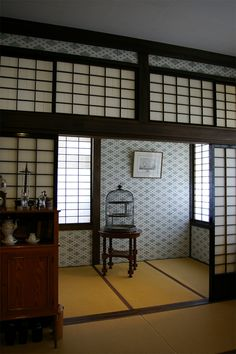 Japanese room with tatami mats and wallpaper Japanese Style House, Traditional Japanese House, Japanese Modern, Japanese Architecture, Interior Architecture, Tatami Room, Japanese Interior Design, Asian Home Decor, Beautiful Living Rooms