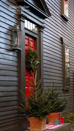 Holiday trim on black house/red door Christmas Porch, Primitive Christmas, Country Christmas, Christmas Time, Christmas Decorations, Holiday Decorating, Colonial Decorating, Christmas Ideas, Merry Christmas