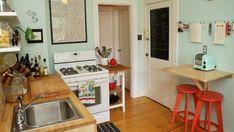 ''ห้องครัว'' เป็นอีกส่วนหนึ่งของบ้านที่เราต่างเดินเข้าเดินออกกันเกือบทุกเวลา จึงไม่ใช่เรื่องเสียหายอะไรที่จะแต่งห้องครัวให้สวยเหมือนกันส่วนอื่นๆ ของบ้าน 15 ไอเดียตกแต่งห้องครัวนี้ เราเอาใจเป็นพิเศษกับใครที่อยู่คอนโดมิเนียม ทาวน์โฮม บ้านเดี่ยวเล็กๆ หรือที่ไหนก็ตามที่มีพื้นที่จำกัด ดูกันแล้วก็เอามาปรับใช้กับครัวที่บ้านเราเอง ให้ห้องครัวเป็นอีกห้องหนึ่งที่สร้างความสุขให้กับเรากันเถอะนะ