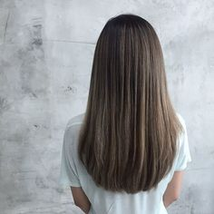 Dark blonde with ash tones ✨ dark hair styles Medium Hair Styles, Curly Hair Styles, Haircuts Straight Hair, Long Hair Cuts Straight, Dark Blonde Hair, Long Curly Hair, Thick Long Hair, Balayage Hair, Hair Looks