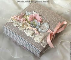 Gorgeous mini using Tilda papers; not in English. Mini Album Scrapbook, Scrapbook Journal, Baby Scrapbook, Scrapbook Paper, Mini Albums, Homemade Journal, Fabric Journals, Album Book, Scrapbook Embellishments