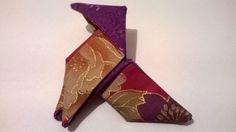 S'il ne devait y en avoir qu'une...!  broche origami cocotte rouge, violette et dorée : Broche par tigre-du-canal