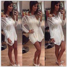 Отличный летний вариант! Прекрасная вязка платья в сочетании разных рисунков. Оригинальное исполнение низа. На модели под платьем белый топ (в комплект не входит) Материал: полиэстер+хлопок. Длина: 52 см.
