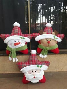 Felt Christmas Ornaments, Diy Christmas Ornaments, Christmas Decorations To Make, Rustic Christmas, Christmas Projects, Christmas Stockings, Christmas Christmas, Christmas Chair, Christmas Pillow