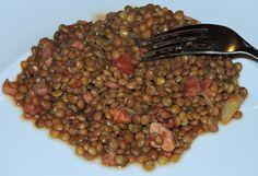lenticchie con scalogno, pancetta,sedano, passata di pomodoro,brodo,pepe (naturalmente)